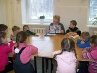 29 января 2016 года библиотекарь Лайдокского филиала собрала учеников 1 класса Приморской СОШ  на литературный час «Я читаю стихи Рубцова»