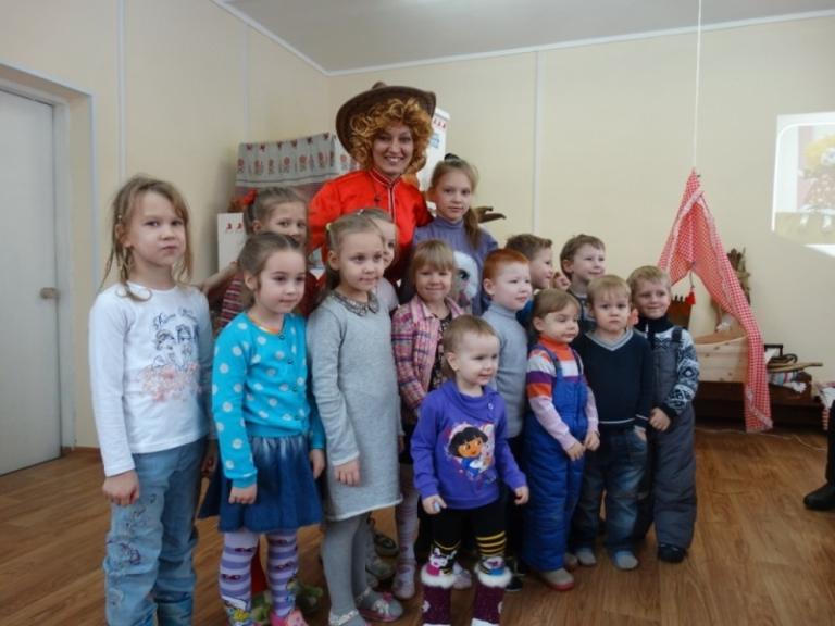 21 февраля в семейном воскресном читальном зале Центральной детской библиотеки прошел семейный праздник «День рождения Домового»