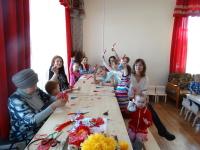 13 марта в Центральной детской библиотеке прошел очередное занятие из цикла «Народный кукольный календарь» — мастер-класс по изготовлению игровой куклы «Веснянка»