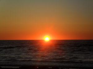 №19 «Засветит – то светло красно солнышко, Никогда оно из очей, из глаз не укатывается, Оно светит каждый час, каждую минуточку, Не приглашает оно к себе в дружбу ночку тёмную, А зовёт оно к себе зорюшку славна утреню.»