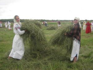 №26 «Как со утра работали до вечера, Косили мы траву, гребли –то сено-то, До закату красна солнышка работали…»