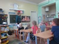 Беседа – презентация «Русская матрешка» в Заостровской детской библиотеке