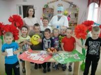 """Сегодня для ребят из группы """"Рябинка"""" Бобровского детского сада прошла игровая программа по здоровому образу жизни """"Мы здоровы!"""""""
