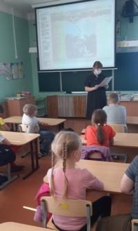 """Акция """"Читаем детям о войне"""" для Повракульской начальной школы"""