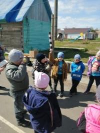 Игровая программа «Веселый светофор» для ребят из группы «Рябинка» от Коскогорской библиотеки